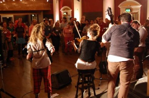 grupo de música- Conferencia Internacional Transicion 2012- Transciion Sostenible